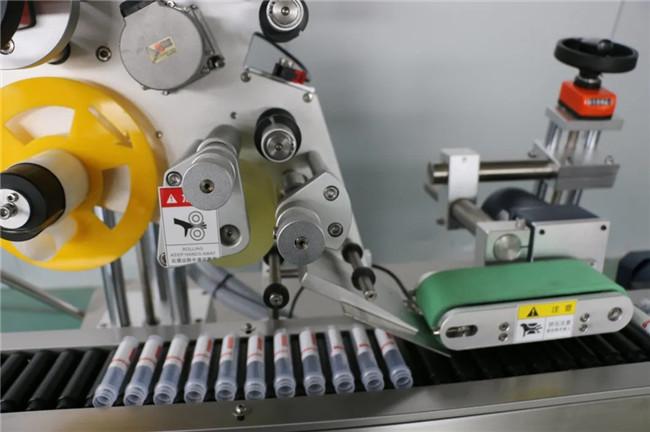 Înfășurare automată orizontală în jurul mașinii de etichetare a autocolantului seringii