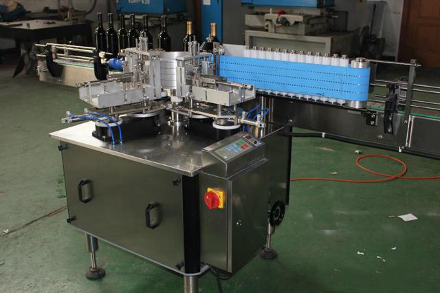 Sticle rotunde liniare automate, masă de etichetare cu lipici umed, cu pastă rece