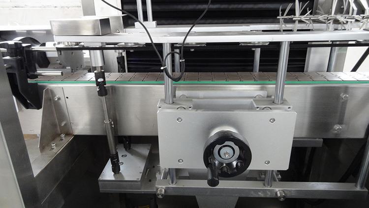 Mașină automată de etichetare a sticlelor cu manșon retractabil din PVC