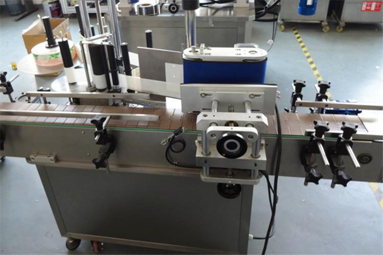 Mașină automată de etichetare verticală autoadezivă pentru sticle pentru animale de companie