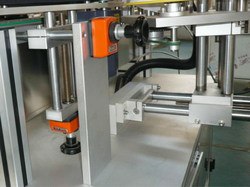 Suport reglabil pentru poziția verticală și orizontală a transportorului