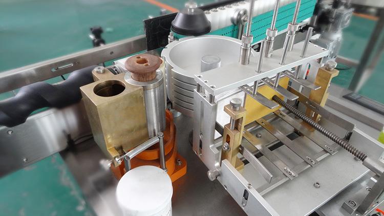 Mașină de etichetare completă automată a etichetelor pentru hârtie cu lipici umed pentru produsele alcoolice
