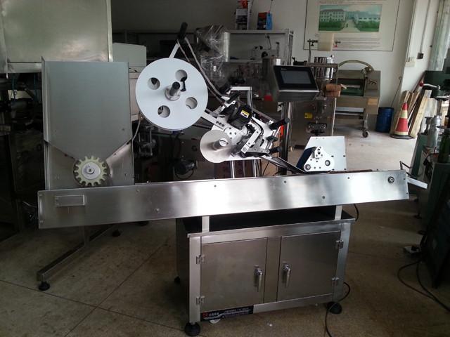 Detalii despre mașina de etichetare a seringii orizontale complet automate